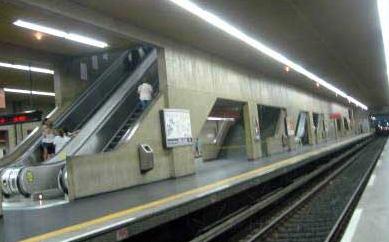 Estação de Metrô Tatuapé Linha 3 Vermelha no Bairro tatuapé - São Paulo ac5d541612